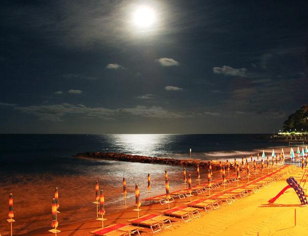 gallery-3-notte-spiaggia-laigueglia